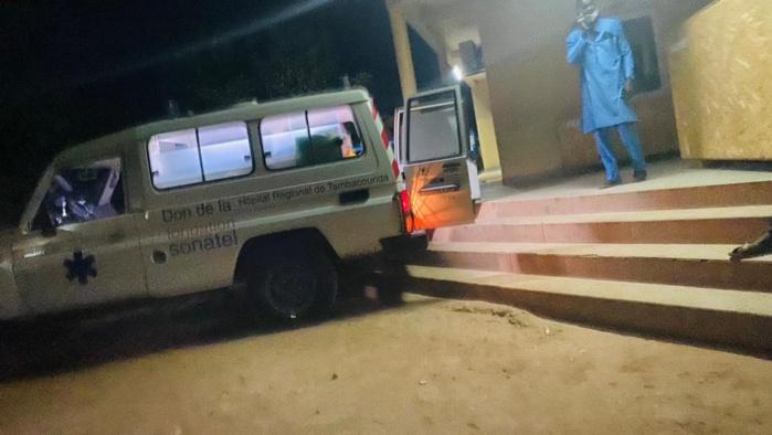 L'ambulance en partance pour l'aérodrome