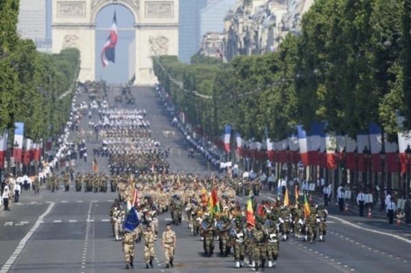 France : Un défilé du 14-Juillet ensoleillé