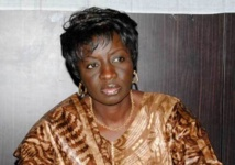 Aminata Touré remet des cadeaux aux enfants des Centres de sauvegarde