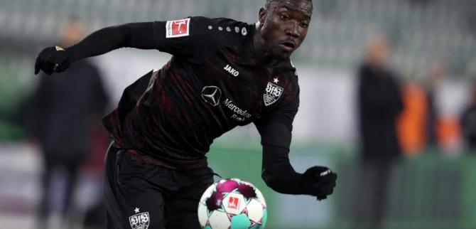 Foot: Wamangituka, l'attaquant congolais de Stuttgart jouait sous une fausse identité