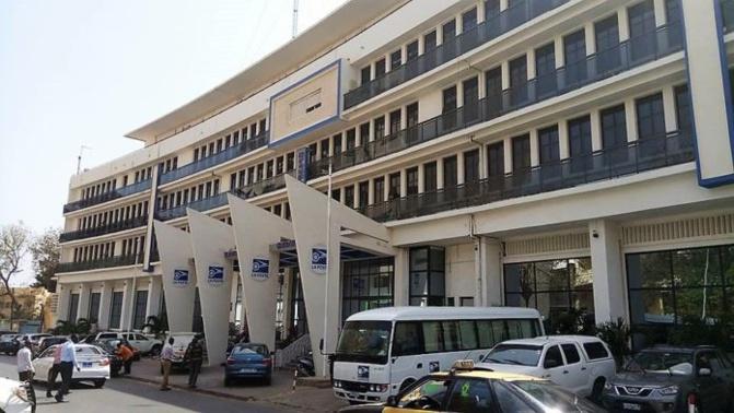 """Poste: les syndicats dénoncent """"la gestion nébuleuse"""" de Abdoulaye Bibi Baldé"""