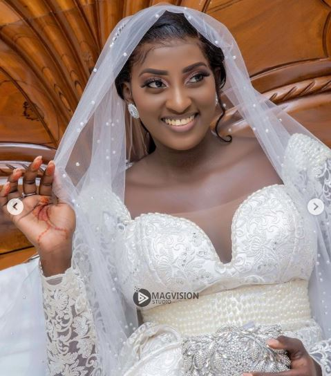 Mariage de la vidéo-girl et actrice, Ina: Les images !