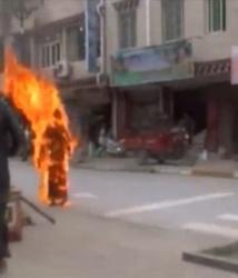 CHINE. Nouvelle immolation d'un moine tibétain