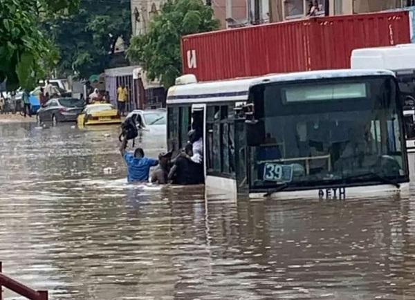 Les travaux du Brt, toujours en cours, l'hivernage en vue : Les inondations hantent le sommeil  des Dakarois