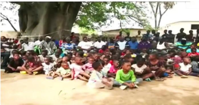 A la découverte d'un homme marié à 43 femmes et père de 200 enfants ! (Vidéo)