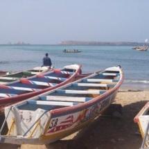 Un bateau a déversé du gasoil sur la plage de Soumbédioune