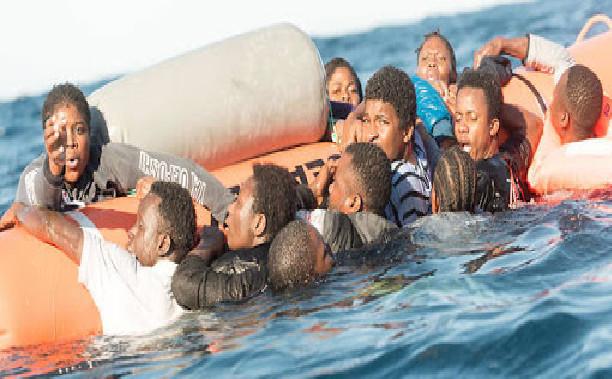 Navire en détresse: 369 migrants secourus, dont 9 femmes, 1 nourrisson, 2 enfants et 110 mineurs