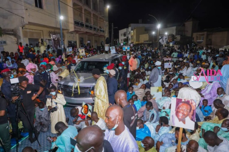 "Thiant au Croisement Béthio : Sokhna Aïda Diallo reçoit des ""adiyas"" impressionnants"