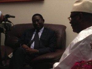 [Vidéo & Photos] Présidentielle au Mali : Soumaïla Cissé rend visite à IBK, reconnait sa défaite et félicite son rival . Les deux familles étaient présentes