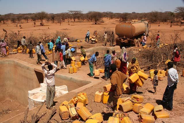 Cinq ans sans eau courante: Gabou a investi en masse la rue