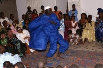 Ngoury et Sa Ndagua en plein Sabar