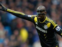 Chelsea: Eto'o signe, Demba prié de faire ses valises