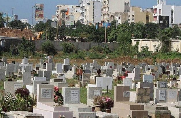 Cimetières catholiques : de nouvelles mesures limitent l'accès et interdisent l'exposition mortuaire