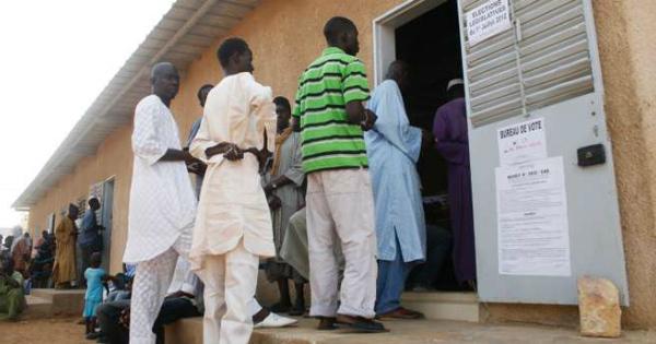Elections locales: Macky Sall recadre les membres de Bby