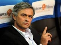 José Mourinho: « Nous n'avons pas voulu laisser partir Demba Bâ car avec l'arrivée d'Özil, Arsenal est un candidat au titre »
