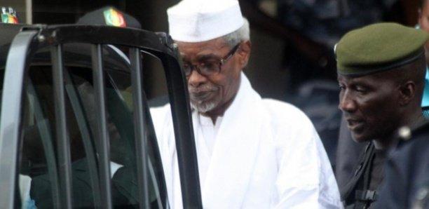 """""""Oui à la vaccination, non à la sortie de prison de Hissein Habré, condamné pour crimes contre l'humanité""""(Association des victimes présumés)"""