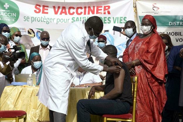 Lutte contre la Covid-19 : Le stade Lamine Guèye de Kaolack transformé en centre de vaccination