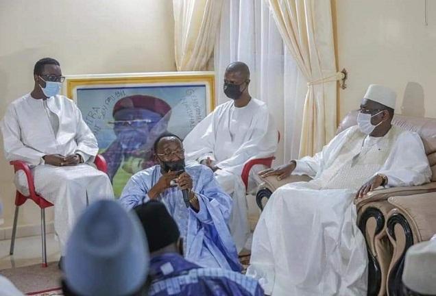 Visite de condoléances : Macky Sall et Amadou Ba à Yoff Layène et Thiénaba chez les familles religieuses