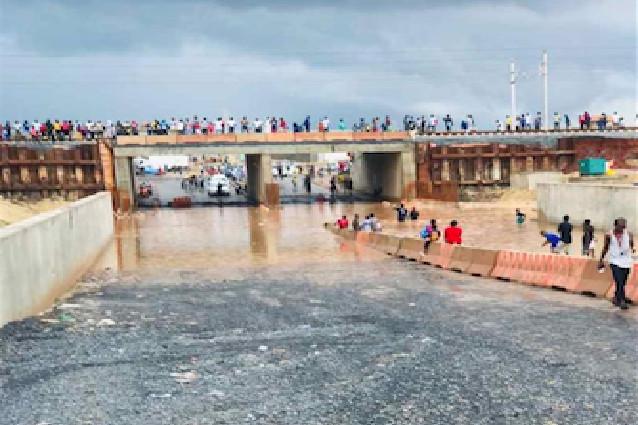 Rufisque: Les eaux de pluie contraignent une centaine de familles à déménager