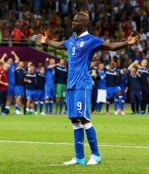 VIDEO: ANDIAMO AI MONDIALI ! Mario Balotelli qualifie l'Italie à la Coupe du Monde