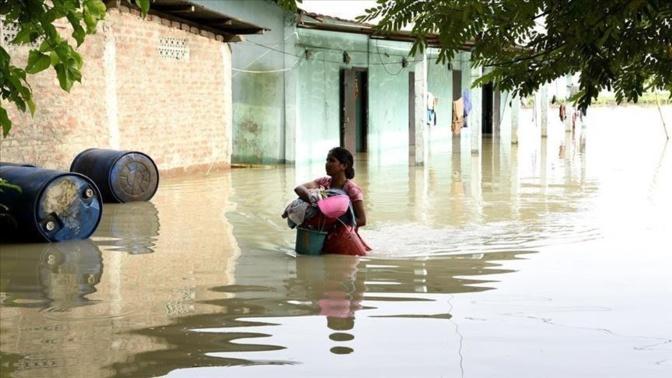 Pluies diluviennes: Une maison s'affaisse à Guinaw rails