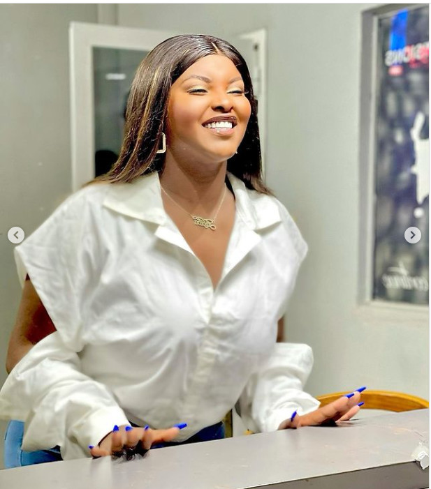 Abiba radieuse: Elle s'affiche avec un sourire éclatant! (Photos)