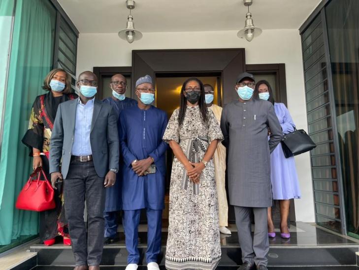 En marge du Femua: Abdoulaye Diop, Ministre de la Culture rend visite à la veuve de Ahmet Bakayokho