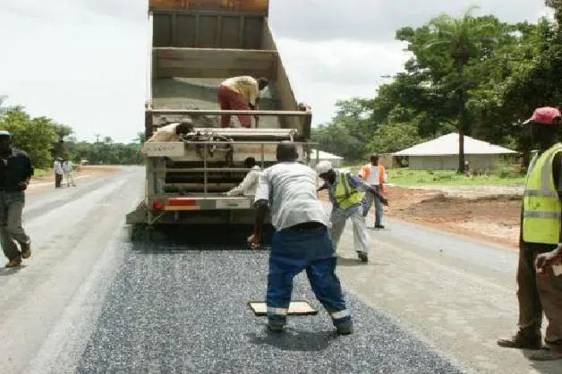 Dégradation de la chaussée : une intervention d'Ageroute sollicitée à la Zone Industrielle de Mbao