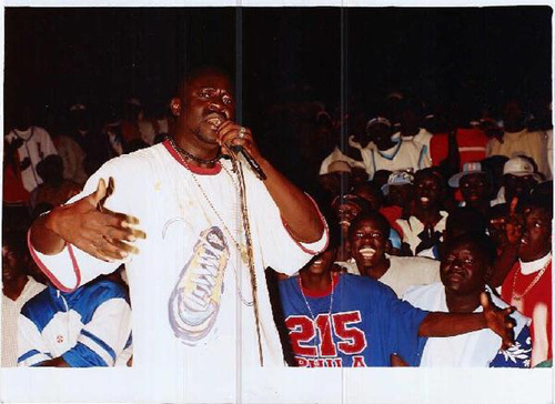 Daddy Bibson copieusement hué par le public lors d'un concert de rap à Sicap Mbao