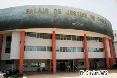 Palais de justice de Dakar : le vehicule de l'Administration tombe en panne, les détenus privés de procès