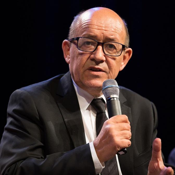 Ça se corse dans l'affaire des passeports diplomatiques: Le ministre français des Affaires étrangères se penche sur le dossier
