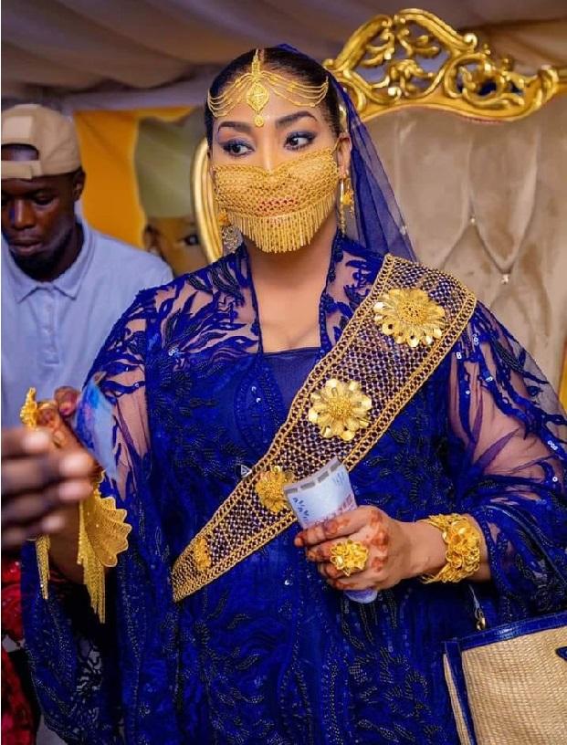 Fashion de Adja Ngoye Fall Madame Touré: Les photos qui lui ont valu des pluies de commentaires