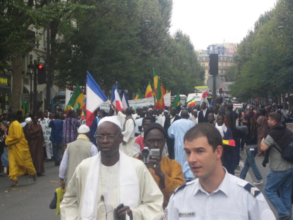 [Photos] Paris: Les Mourides marchent pour la paix, la tolérance et le dialogue des cultures