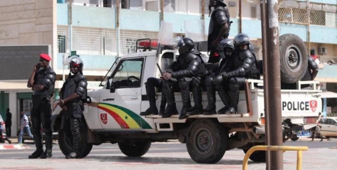Un incident diplomatique frôlé: Des Gambiens humilient des policiers sénégalais