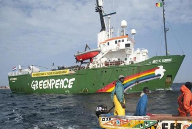 Pillage des eaux en Afrique de l'Ouest: Greenpeace intercepte un navire-citerne transportant de l'huile de poisson