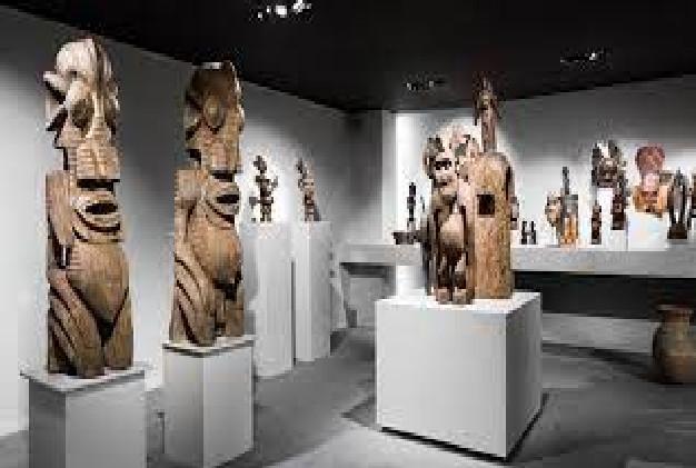 Sommet Afrique-France: Restitution prochaine annoncée de 26 œuvres d'art pillées en Afrique