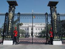 Tentative ratée d'immolation par le feu devant les grilles du Palais