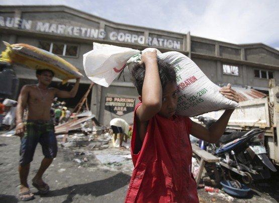 (28) Photos qui témoignent du désastre aux Philippines après le passage du Typhon Haiyan. Regardez