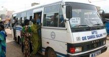 Teuss dans un bus Tata: La fille fait foirer les plans d'un voleur de plaisirs