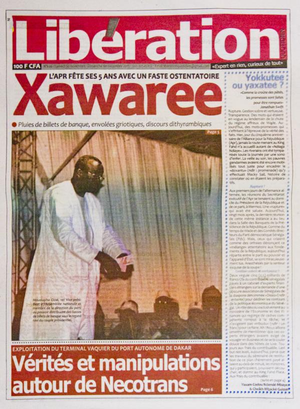 A la Une du Journal Libération du lundi 02 Décembre 2013
