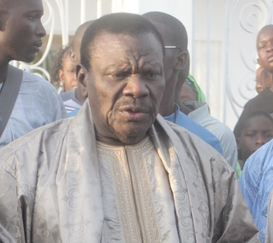 Le show de Cheikh Béthio Thioune au Gamou de Mermoz: « SenTv moyy sougnou tv… kou niou ko rimbakh niou thimbakh lako ». Regardez