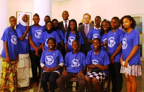 L'Ambassadeur accueille le Ministre de l'Education et les étudiants du programme YES