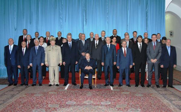 Partie d'échec mortelle au sein du pouvoir algérien