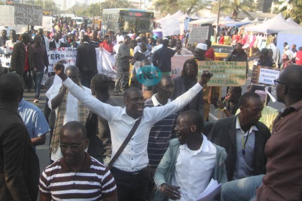 Photos - Manifestation en faveur de la baisse des loyers : Une poignée d'apéristes pour remercier Macky Sall