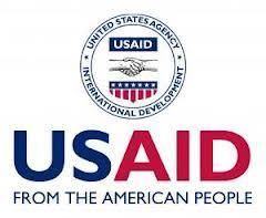 Des livres et matériels informatiques de l'USAID à des écoles élémentaires