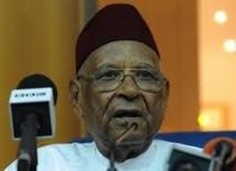 Photo - Commission nationale de réformes des institutions (Cnri) : Amadou Makhtar Mbow a remis le rapport au Président, hier