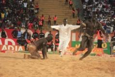 Vidéo- Amanekh foudroie Moussa Dioum