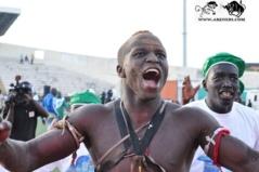 Vidéo- Diéne Kairè impose sa masse musculaire sur Malaw Seras