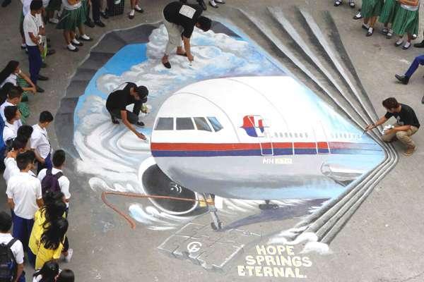 Le Boeing MH370 toujours introuvable: Aucune trace, rien que des fausses pistes