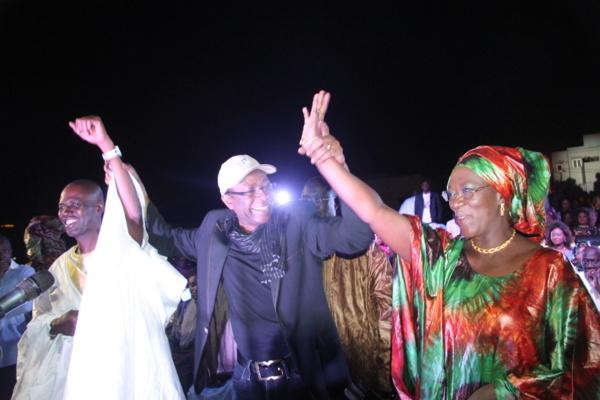 """Youssou Ndour chante la fin de la controverse : """"Je ne suis candidat à une quelconque Mairie"""""""
